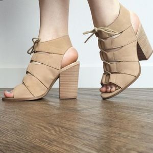 ❗️Final Price❗️Hinge Drea Lace Up Peep Toe Sandals